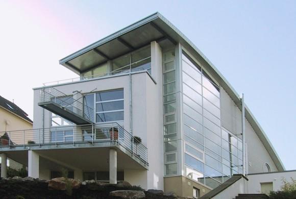 Einfamilienhaus am Rheinufer mit Pool