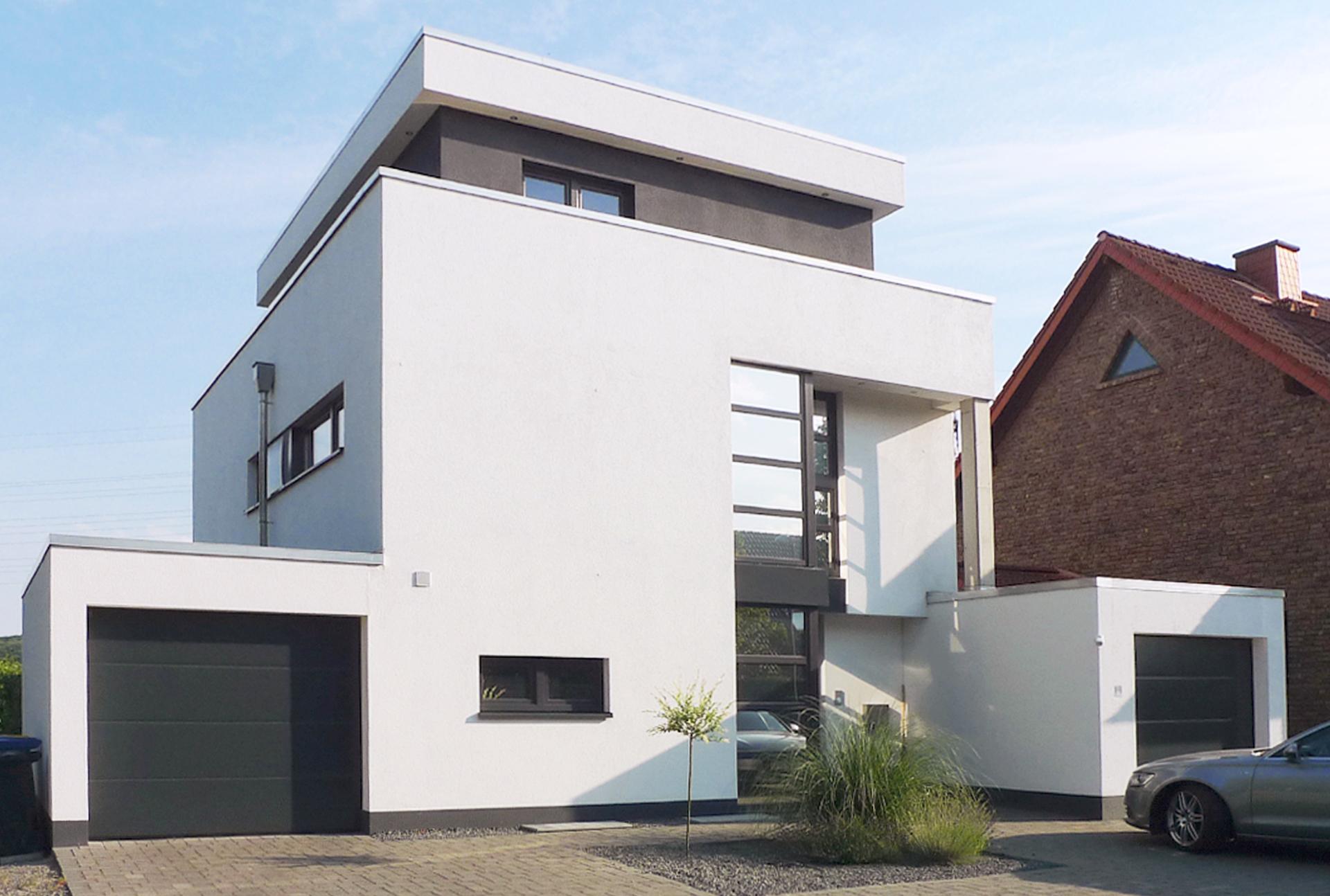 Einfamilienhaus mit Büro-Straße